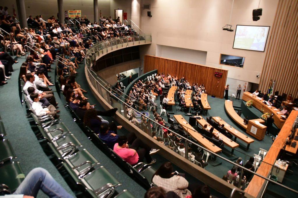 Sessão solene em homenagem aos especialistas da Saúde do DF - Foto: Wilter Moreira